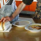 Дават безплатна храна на социално слаби брезничани 09_1475210132