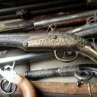 Служители от Първо РУ – Перник иззеха старинни пушки, револвери,  монети и евангелие 11_1480398426