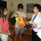 Александра Найденова и Свилен Василев получиха грамоти и подаръци 08_1503071218