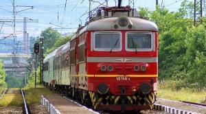 Роми запалиха огън върху жп линия в София и спряха влака за Перник 07_1500655887