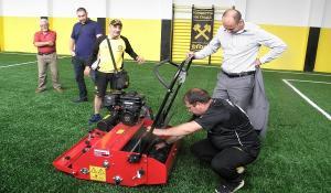 Пълен комплект машини за обработване на спортните терени в община Перник вече са доставени 08_1502985293