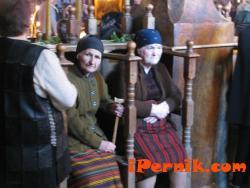 """Баби в храма """"Св. Троица"""" в Банско.  автор: Ники Бранков"""