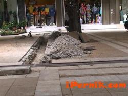 Централната улица в Перник потъна в прахоляк 07_1405510214