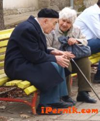 Ходенето на пенсионерите по мъките 02_1423647691