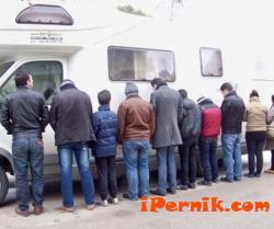 Откриха 12 нелегални емигранти в Радомир 04_1427955436