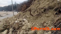 Активизирано свлачище в района на село Драгомирово,   община Радомир 04_1429165514