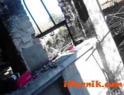 Съседи приютиха семейство след пожар в дома им 04_1429187652