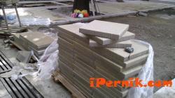 Нареждат плочките на площада 06_1434785935