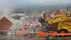 Премахват незаконни строежи в ромски махали