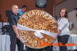 В Радомир изядоха огромна баница на сватба 07_1436442009