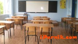 Предлагат да се застраховат закрити училища в пернишко 12_1450187755