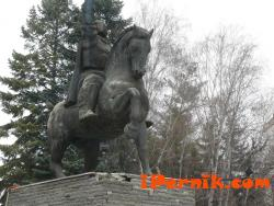 Ще поправят нащърбения паметник на Кракра Пернишки 12_1450425598
