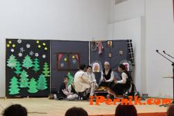 Ученици се включиха в празника в Радомир 12_1450531335