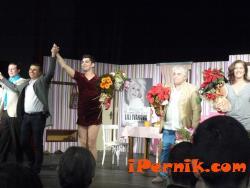 Театрална постановка в Перник премина в препълнен салон