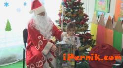 Подаръците в детска градина бяха в прозрачни опаковки 12_1450883473