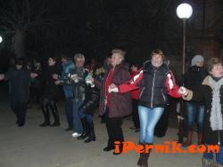 Жителите на кв. Изток отпразнуваха шумно Нова година 01_1451724367