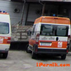 Нападнаха екип на спешна помощ Перник 03_1459333494