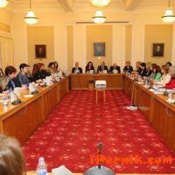 Парламентът се срещна с членове на Управителния съвет на Съвета на жените в бизнеса в България 03_1459406717