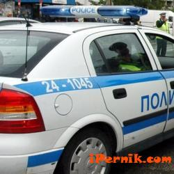 Вчера, в пернишкия кв. «Изток» възникнало леко пътнотранспортно произшествие между два автомобила 04_1460642927