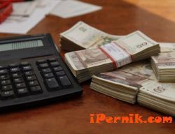 Работодатели слагат удръжки от заплатата като гаранция, че служителите няма да напуснат изненадващо 04_1461296678