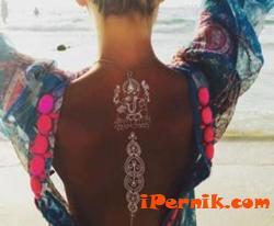 Това лято хит са белите временни татуировки 07_1469342771