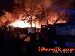 """Изгоряха складовете на общинското предприятие """"Жилфонд"""" в Перник 10_1475470611"""