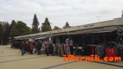 Търговци изложиха стоките си на площада в Перник 10_1476850403