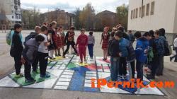 """Празнуваха откриването на детска площадка в 10 ОУ""""Алеко Константинов"""" в кв.""""Изток""""  10_1477810658"""