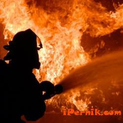Дограма и имущество са унищожени при пожар на апартамент в Перник 12_1481356274