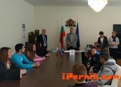 Областният се срещна с ученици от ПГТС 01_1485270956