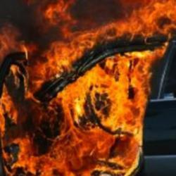 Запалиха две коли в Перник 09_1505150146