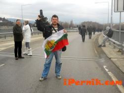 Медиите и папараците на протеста в Перник 02_1361729238