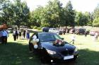 За първи път сватба на крепостта в Перник - колата на булката с надпис на табела