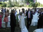 За първи път сватба на крепостта в Перник - таткото води булката по пътека от ли